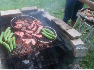 備長炭でじっくり焼いたお肉、お野菜は格別な美味しさです。
