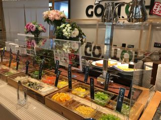 地元とれたて新鮮野菜が16種類!オリジナルMYサラダをお楽しみください!