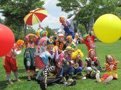 愉快なクラウンたちが園内に登場!笑顔とわくわくをお届けしてくれます!