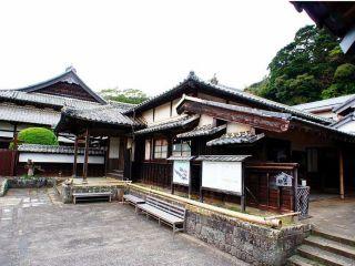 松浦史料博物館 入口  長崎県で最も歴史を有する博物館