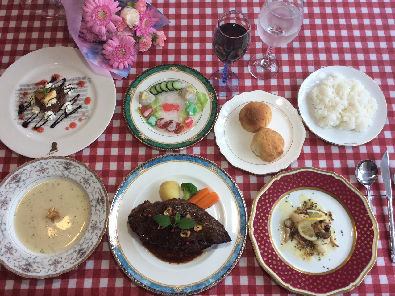 天元台高原でフルコース料理、メイン料理は特上米澤牛ステーキです! 癒しの時間を堪...