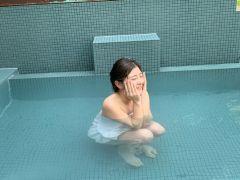自慢の水風呂は、角田山の天然水を掛け流しで使用しています。じょんのび館の水風呂でしか味わえない『爽快感』を体験してください!