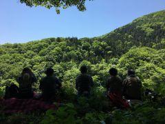 景色の良い丘の上でランチタイム♪澄んだ空気の中で食べるランチは格別です!