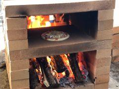 ピザ窯で本格的なピザが焼けます!