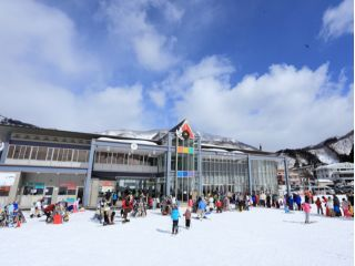 【3名様用!】白山一里野温泉スキー場 手ぶらde日帰り スキーバスツアー