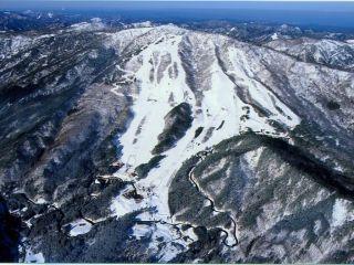 ≪新型コロナ対策実施中≫【リフト券・ウェア+レンタルセット】スキーヤーに大好評。標高差420m連続ダウンヒル!《恐羅漢スノーパーク》