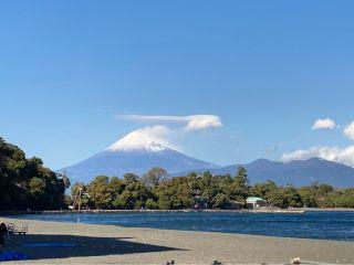 ダイビングの聖地と称される大瀬崎から見える富士山です。