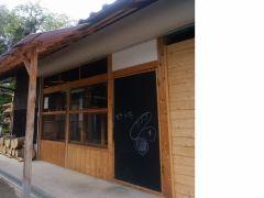 岡山の木を使いセルフリフォームしたパン屋