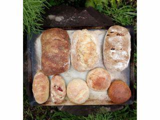 後日 自宅に届く薪窯焼きパンセット