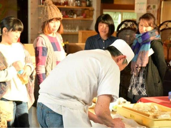 和歌山城すぐ!《*有名和菓子店で和菓子作り*》美しくておいしい生菓子4個作れます...