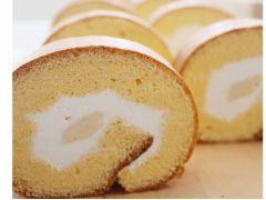 ふっかふかのロールケーキ。なめらかな口溶けのカスタードクリーム。(※これまでのメニューの一例です。メニューは季節により変わります。)