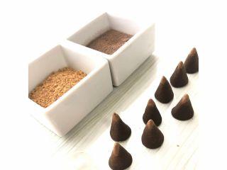粘土状にしたお香をお客様ご自身で円錐型に形成していただきます♪