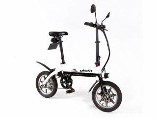 バイクに自転車のペダルが付いたハイブリット仕様。モーターを使わずペダルをこぐだけでも走行でき、ハンドルを回せばバイクのように自動で走行。