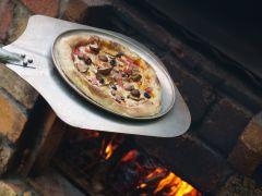 The Forest Garden自慢のピザ窯で焼いたピザをご自身で作ってお召し上がりください♪