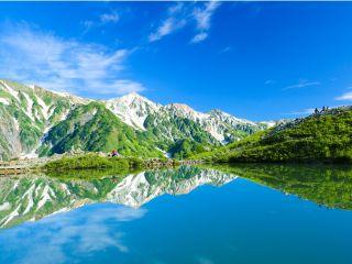 神秘の池「八方池」。アメリカCNN発表の「日本の最も美しい場所34選」に選出された。