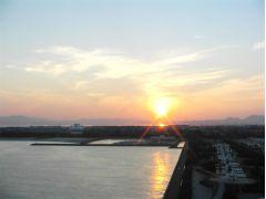 展望台西側から見えた夕日です
